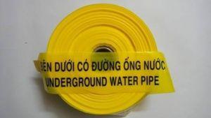 Băng báo hiệu bên dưới có ống nước