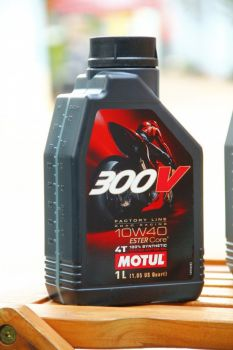 dau-nhot-motul-300v-factory-line-rdc0001
